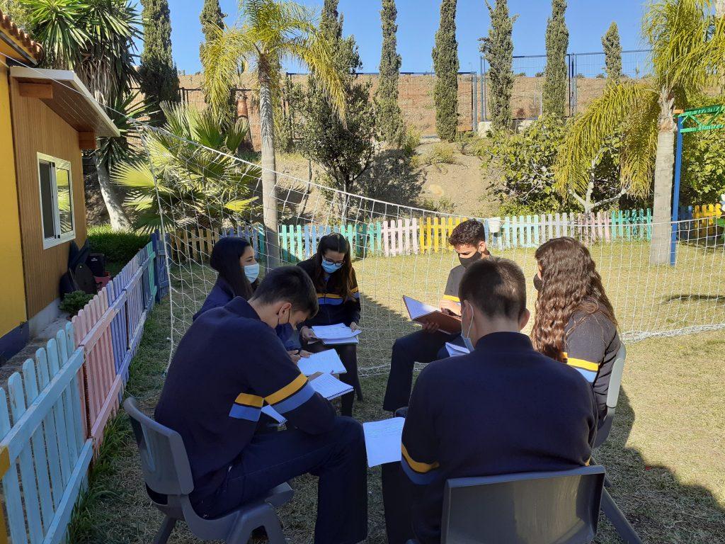 Alumnos de Novaschool Añoreta mientras realizan sus actividades de repaso en Bachillerato