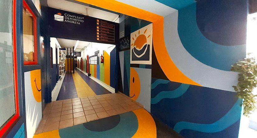 Decoracion del acceso al complejo deportivo