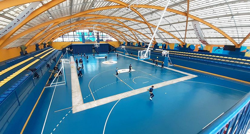 Interior del complejo deportivo cubierto del colegio