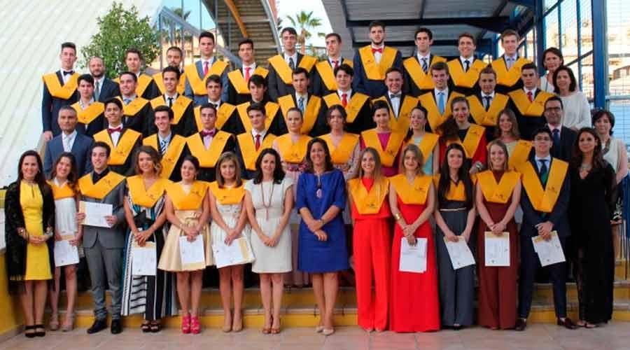 Alumnos que finalizan Bachillerato en el día de su graduación